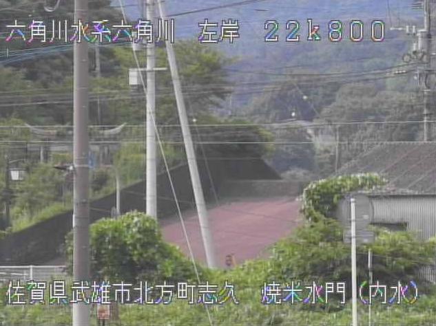 六角川焼米排水機場焼米水門内水ライブカメラは、佐賀県武雄市北方町の焼米排水機場焼米水門内水に設置された六角川が見えるライブカメラです。