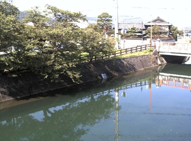 宇美川宇美橋ライブカメラは、福岡県宇美町明神坂の宇美橋に設置された宇美川が見えるライブカメラです。