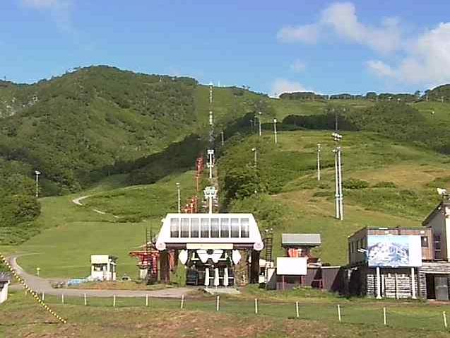 ニセコマウンテンリゾートグランヒラフサマーゴンドラ乗り場ライブカメラは、北海道倶知安町山田のニセコマウンテンリゾートグランヒラフエース第2センターフォー乗り場付近に設置されたサマーゴンドラ乗り場が見えるライブカメラです。