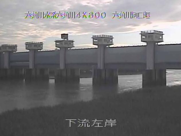 六角川河口堰下流左岸ライブカメラは、佐賀県白石町福富の河口堰下流左岸に設置された六角川が見えるライブカメラです。