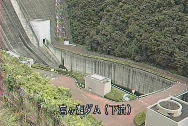 宮ヶ瀬ダム下流ライブカメラは、神奈川県愛川町半原の宮ヶ瀬ダム下流に設置された宮ヶ瀬ダム・中津川が見えるライブカメラです。