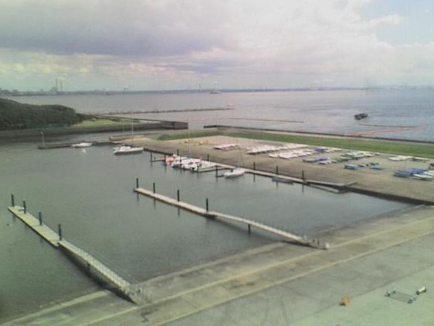 稲毛ヨットハーバーライブカメラは、千葉県千葉市美浜区の稲毛ヨットハーバーに設置された東京湾・ヨットハーバーが見えるライブカメラです。