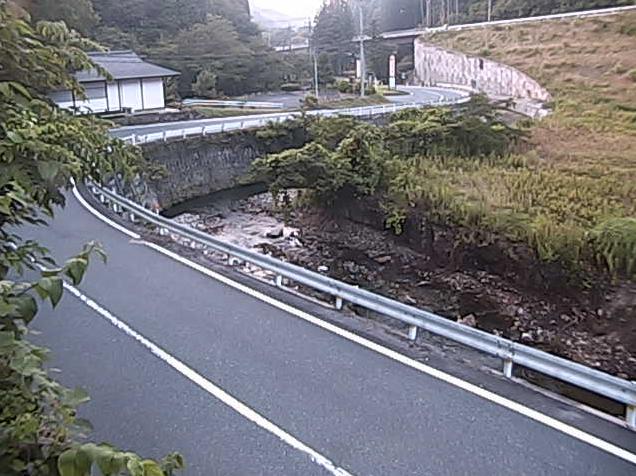 尻無川湯抱ライブカメラは、島根県美郷町の湯抱に設置された尻無川・国道375号が見えるライブカメラです。更