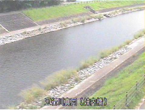 五行川妹内橋ライブカメラは、栃木県真岡市荒町の妹内橋に設置された五行川が見えるライブカメラです。