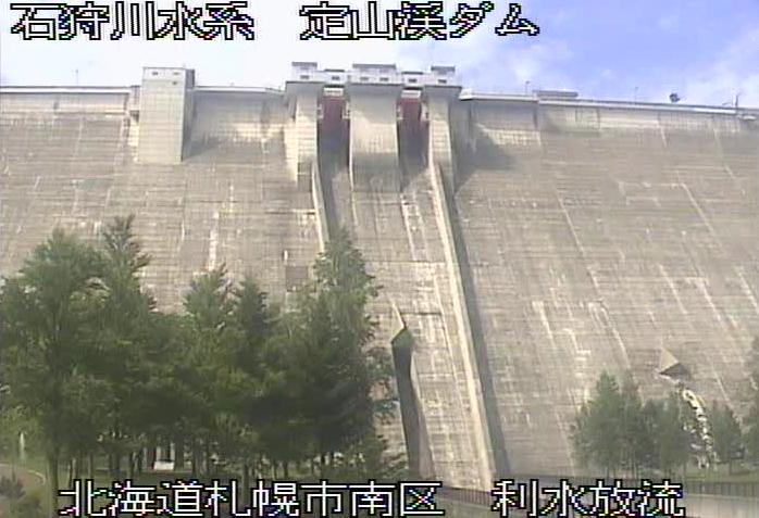 定山渓ダムライブカメラは、北海道札幌市南区の定山渓ダムに設置された堤体が見えるライブカメラです。