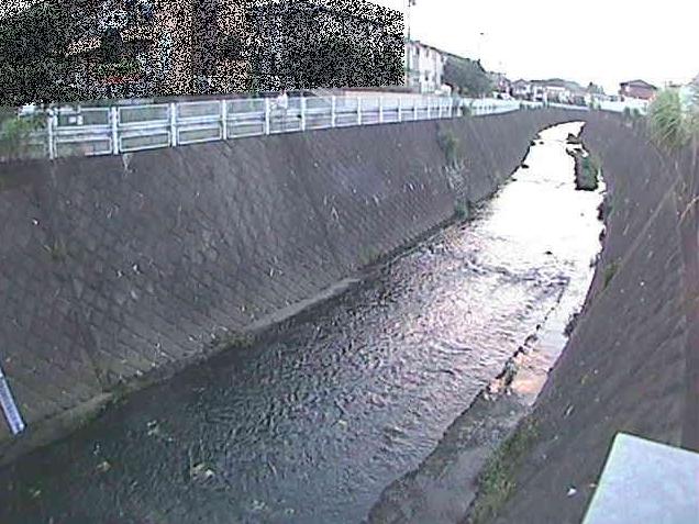 麻生川新三輪橋ライブカメラは、神奈川県川崎市麻生区の新三輪橋に設置された麻生川が見えるライブカメラです。