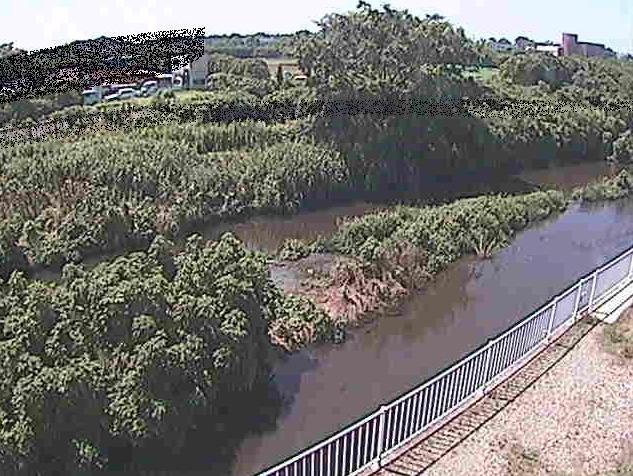 小出川一ツ橋ライブカメラは、神奈川県寒川町岡田の一ツ橋に設置された小出川が見えるライブカメラです。