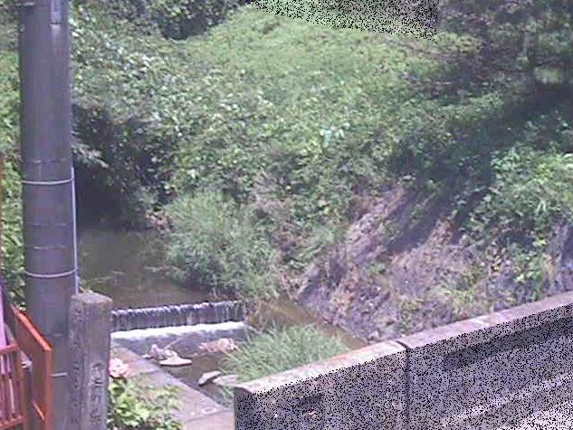 下山川星山橋ライブカメラは、神奈川県葉山町下山口の星山橋に設置された下山川が見えるライブカメラです。