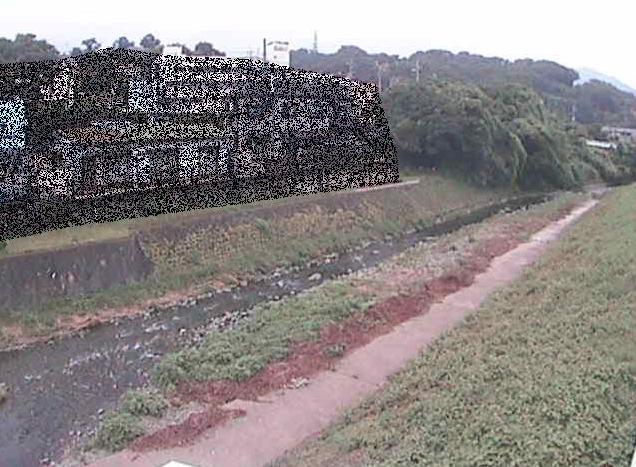 葛葉川九沢橋ライブカメラは、神奈川県秦野市曽屋の九沢橋に設置された葛葉川が見えるライブカメラです。