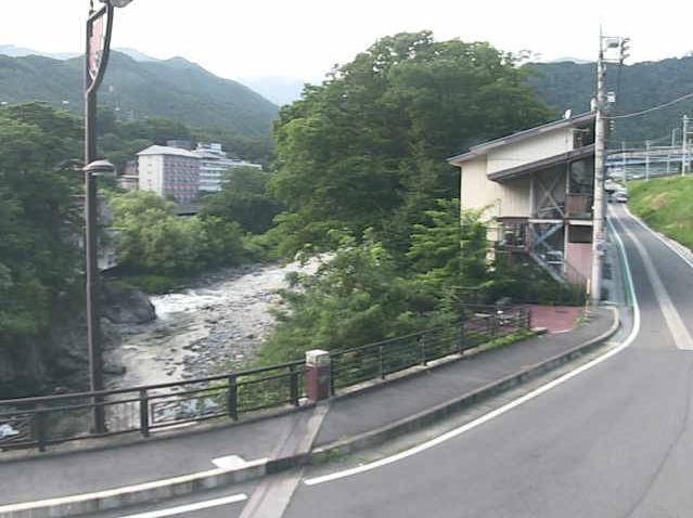 みなかみ町湯原観測所ライブカメラは、群馬県みなかみ町小日向の湯原観測所に設置された利根川・湯原橋付近が見えるライブカメラです。