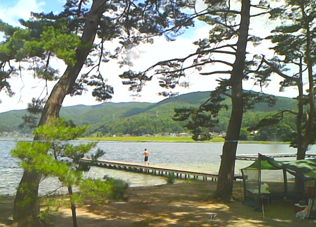 木崎湖キャンプ場ライブカメラは、長野県大町市平森の木崎湖キャンプ場に設置された木崎湖が見えるライブカメラです。
