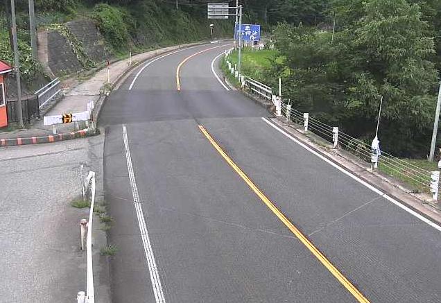 国道148号塩水ライブカメラは、長野県小谷村の塩水に設置された国道148号が見えるライブカメラです。