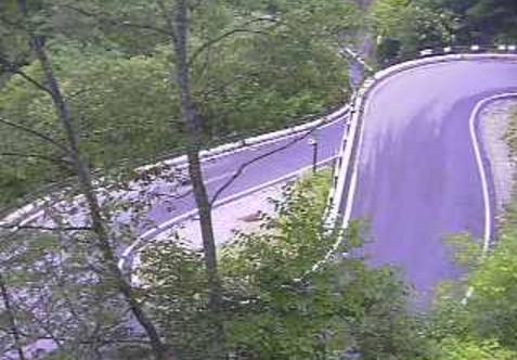長野県道300号白骨ライブカメラは、長野県松本市安曇の白骨に設置された長野県道300号白骨温泉線が見えるライブカメラです。