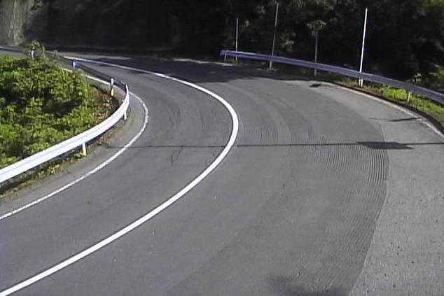 長野県道12号修那羅峠ライブカメラは、長野県筑北村坂井の修那羅峠に設置された長野県道12号丸子信州新線が見えるライブカメラです。