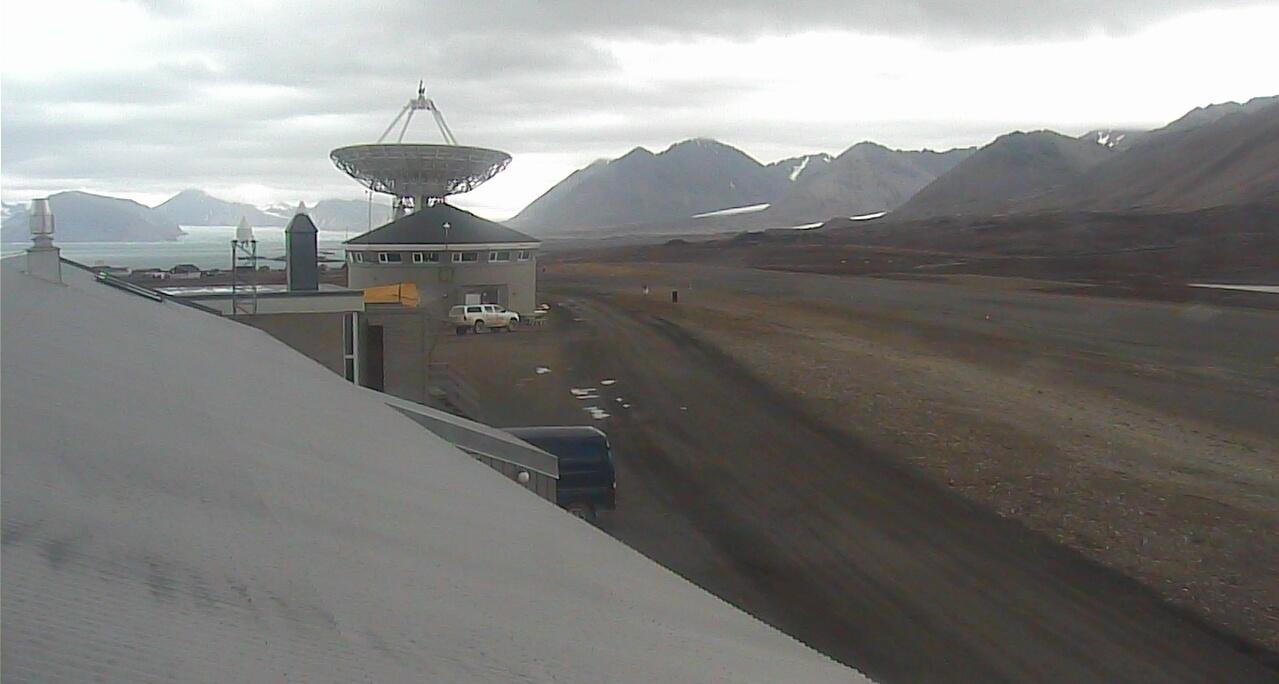 北極ニーオルスン基地ライブカメラは、ノルウェー領スヴァールバル諸島スピッツベルゲン島のニーオルスン基地(ニーオルスン観測基地・ニーオーレスン)に設置された北極が見えるライブカメラです。