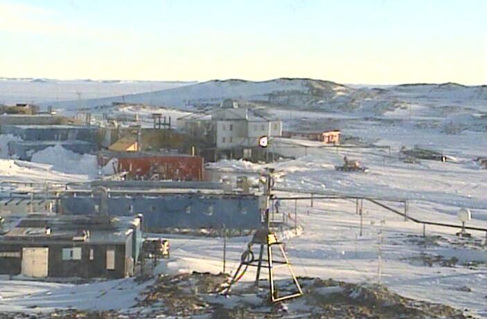 南極昭和基地衛星受信棟東ライブカメラは、東オングル島の昭和基地に設置された南極が見えるライブカメラです。