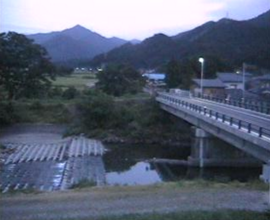 五泉市仙見川橋ライブカメラは、新潟県五泉市矢津の仙見川橋付近に設置された仙見川・新潟県道17号新潟村松三川線が見えるライブカメラです。
