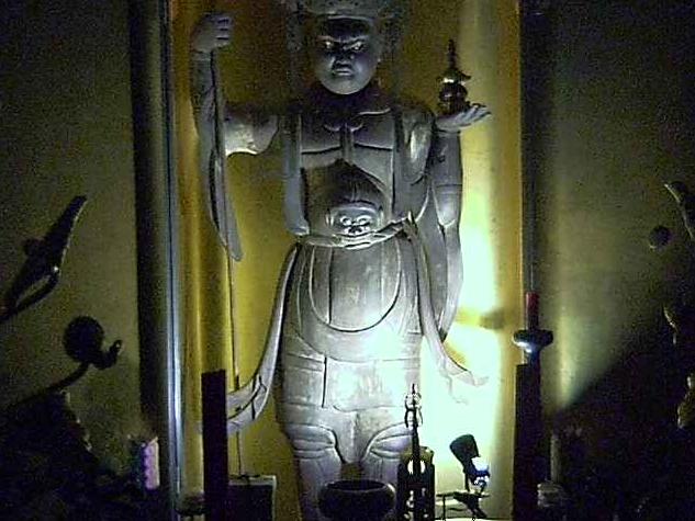 真照寺毘沙門天立像ライブカメラは、神奈川県横浜市磯子区の真照寺に設置された毘沙門天立像が見えるライブカメラです。