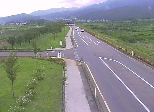 国道117号花の駅千曲川ライブカメラは、長野県飯山市常盤の道の駅花の駅千曲川に設置された国道117号が見えるライブカメラです。