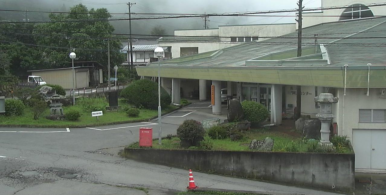 長和町役場長久保支所ライブカメラは、長野県長和町長久保の長和町役場長久保支所に設置された支所周辺が見えるライブカメラです。