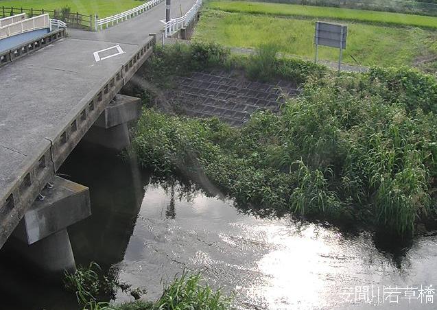 安間川若草橋ライブカメラは、静岡県浜松市東区の若草橋に設置された安間川が見えるライブカメラです。