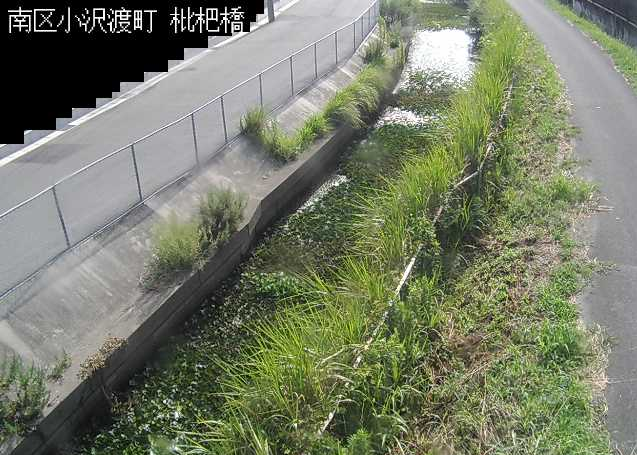 高塚川枇杷橋ライブカメラは、静岡県浜松市南区の枇杷橋に設置された高塚川が見えるライブカメラです。