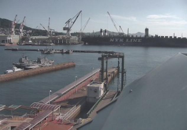 呉港海側ライブカメラは、広島県呉市宝町の呉中央桟橋ターミナルに設置された呉港が見えるライブカメラです。