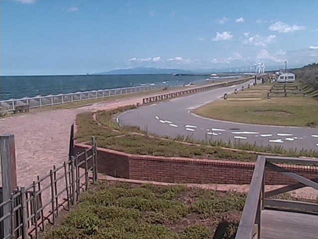 紫雲寺記念公園オートキャンプ場ライブカメラは、新潟県新発田市藤塚浜の紫雲寺記念公園に設置されたオートキャンプ場が見えるライブカメラです。