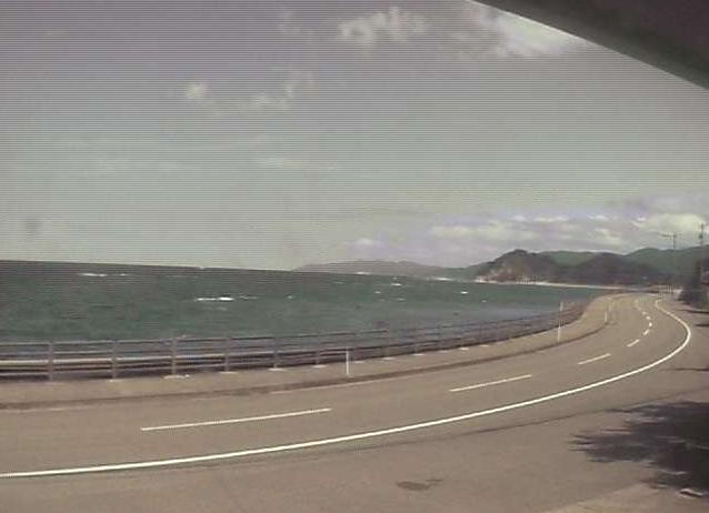 能登サーフサイドペンションベッセルライブカメラは、石川県輪島市光浦町の能登サーフサイドペンションベッセルに設置された光浦漁港・鴨ヶ浦・石川県道38号輪島浦上線が見えるライブカメラです。
