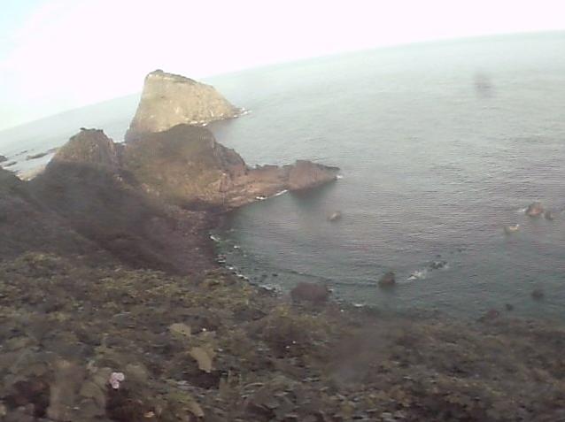 粟島西海岸ライブカメラは、新潟県粟島浦村粟島の粟島に設置された西海岸が見えるライブカメラです。