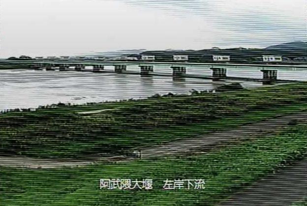 阿武隈川阿武隈大堰左岸下流ライブカメラは、宮城県亘理町逢隈の阿武隈大堰左岸下流に設置された阿武隈川が見えるライブカメラです。