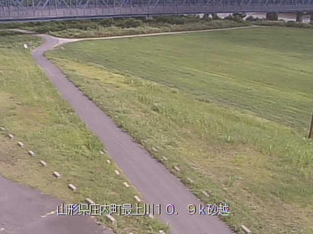 最上川砂越ライブカメラは、山形県酒田市の砂越に設置された最上川が見えるライブカメラです。