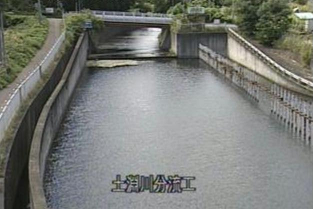 土淵川土淵川分流工ライブカメラは、青森県弘前市城南の土淵川分流工に設置された土淵川が見えるライブカメラです。