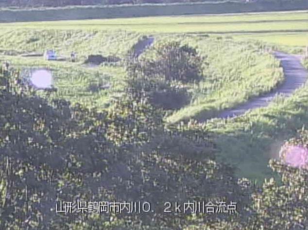 赤川内川合流点ライブカメラは、山形県鶴岡市道形の内川合流点に設置された赤川が見えるライブカメラです。
