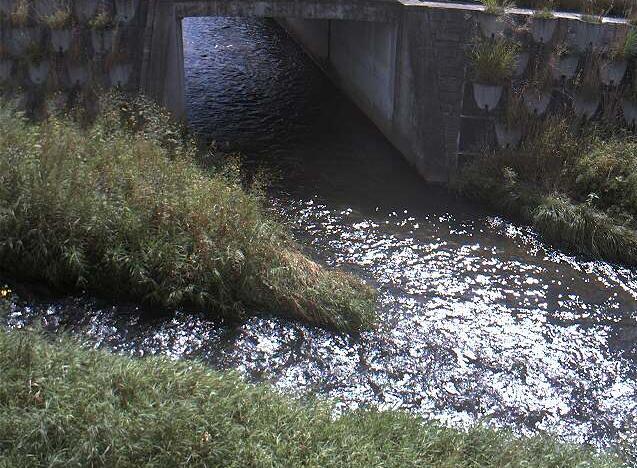 諸葛川盛岡北高前ライブカメラは、岩手県滝沢市牧野林の盛岡北高等学校前(盛岡北高前)に設置された諸葛川が見えるライブカメラです。