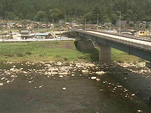 円通橋ライブカメラは、岐阜県下呂市萩原町の円通橋付近に設置された飛騨川・国道41号が見えるライブカメラです。