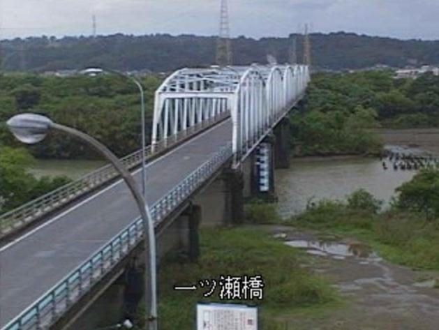 一ツ瀬川一ツ瀬橋ライブカメラは、宮崎県新富町新田の一ツ瀬橋に設置された一ツ瀬川が見えるライブカメラです。