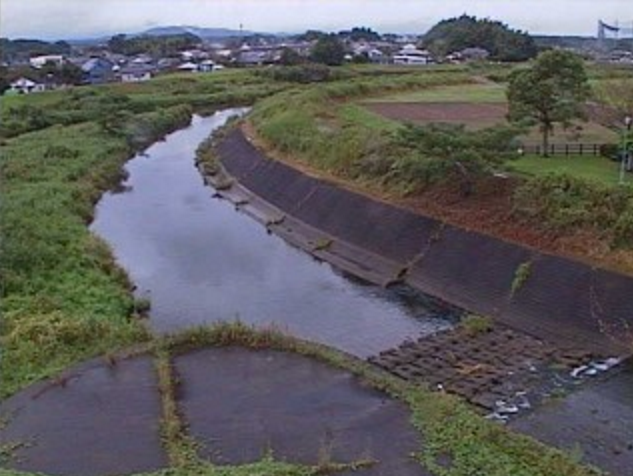 姫城川放水路荻原川合流点ライブカメラは、宮崎県都城市安久町の姫城川放水路荻原川合流点に設置された姫城川が見えるライブカメラです。