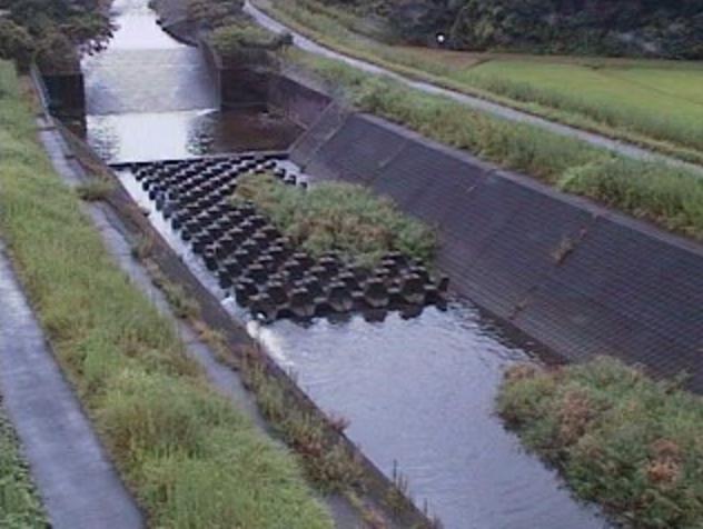 年見川放水路沖水川合流点ライブカメラは、宮崎県三股町蓼池の年見川放水路沖水川合流点に設置された年見川が見えるライブカメラです。
