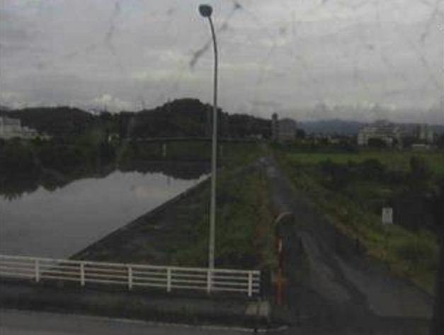国分川小山橋ライブカメラは、高知県高知市布師田の小山橋に設置された国分川が見えるライブカメラです。