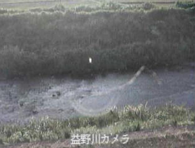 益野川益野ライブカメラは、高知県土佐清水市下益野の益野に設置された益野川が見えるライブカメラです。