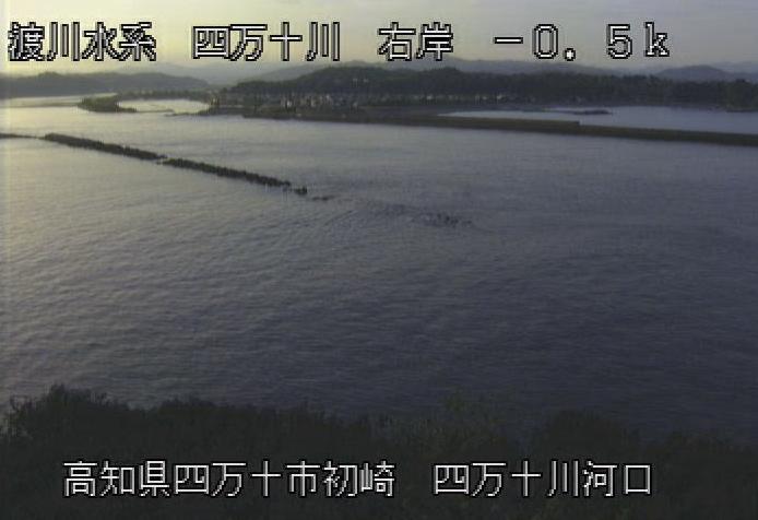 四万十川初崎ライブカメラは、高知県四万十市の初崎に設置された四万十川が見えるライブカメラです。