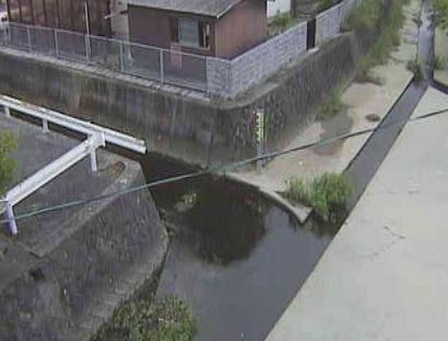 新川野間橋ライブカメラは、福岡県飯塚市柏の森の野間橋に設置された新川が見えるライブカメラです。