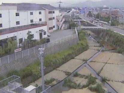 西秋松川秋松西地区排水機場ライブカメラは、福岡県飯塚市秋松の秋松西地区排水機場に設置された西秋松川が見えるライブカメラです。