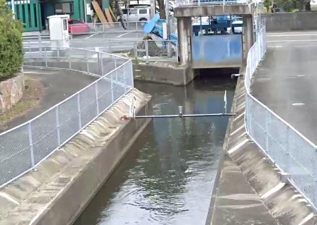 国営幹線水路ライブカメラは、佐賀県小城市牛津町の柿樋瀬に設置された国営幹線水路が見えるライブカメラです。