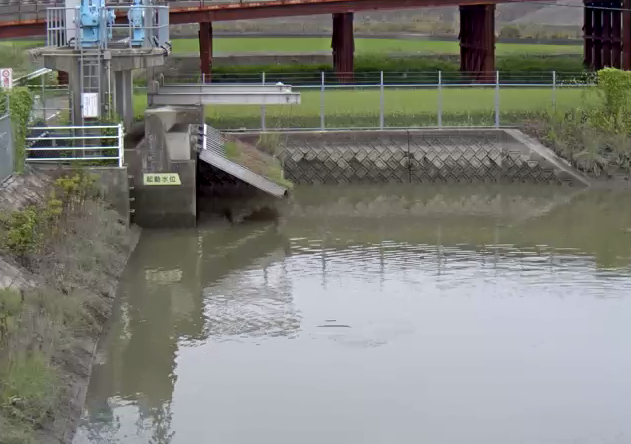 六角川芦刈第一排水機場ライブカメラは、佐賀県小城市芦刈町の芦刈第一排水機場に設置された六角川が見えるライブカメラです。