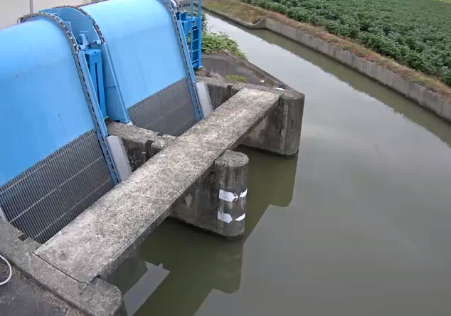 牛津川川越排水機場ライブカメラは、佐賀県小城市芦刈町の川越排水機場に設置された牛津川が見えるライブカメラです。