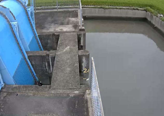 牛津川戸崎排水機場ライブカメラは、佐賀県小城市芦刈町の戸崎排水機場に設置された牛津川が見えるライブカメラです。