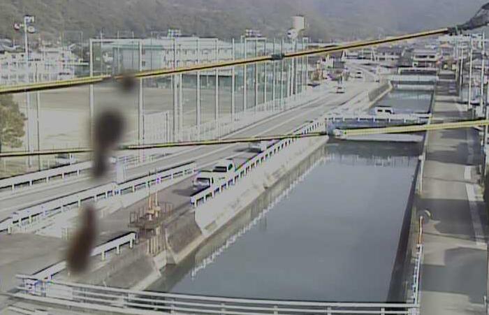 萩谷川高知海洋高校ライブカメラは、高知県土佐市宇佐町の高知海洋高校(高知海洋高等学校)に設置された萩谷川が見えるライブカメラです。