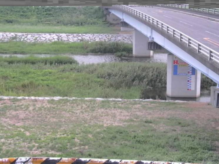 綾川鴨川新橋ライブカメラは、香川県坂出市加茂町の鴨川新橋に設置された綾川が見えるライブカメラです。